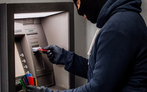Как писать заявление на кражу денег с банковской карты